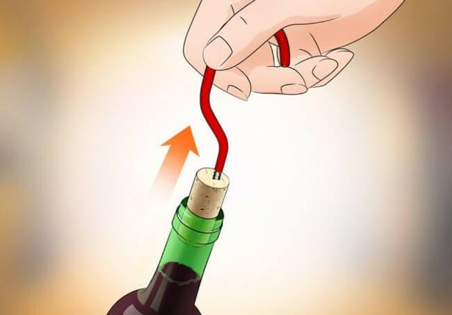 Cách sử dụng dây thép để mở nút