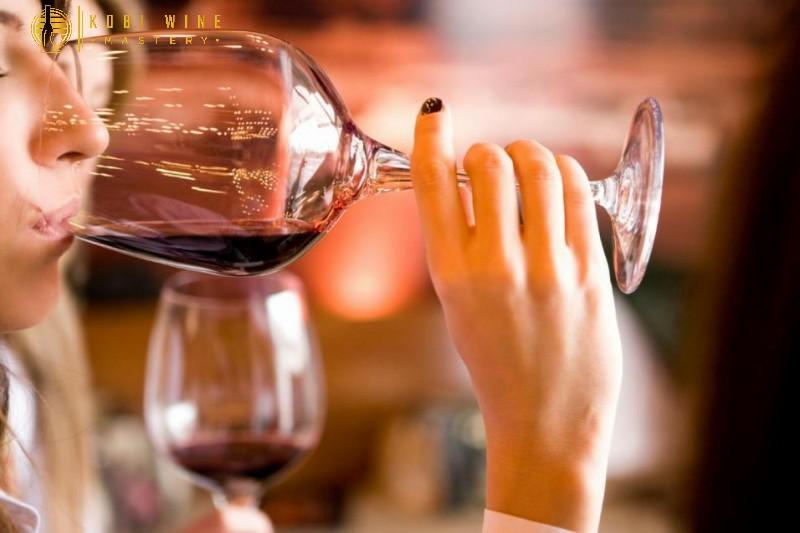 Cách uống rượu vang đúng chuẩn