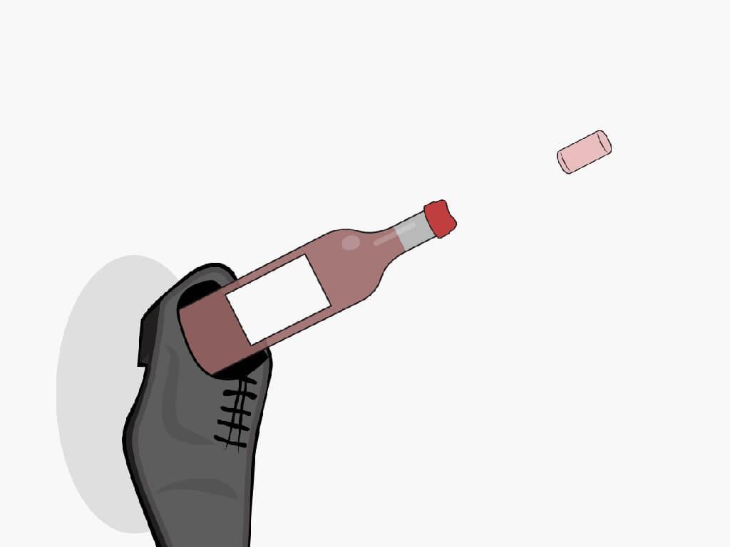 Khui chai rượu vang bằng 1 chiếc giày